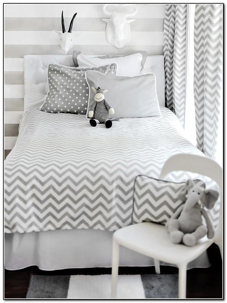 Grey zig zag bedding beds home design ideas for Zig zag bedroom ideas